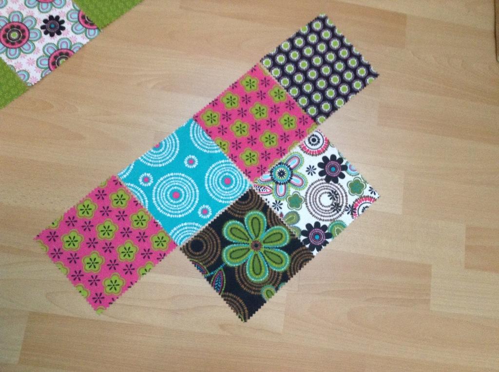 DIY Patchwork Tischläufer - nächste Reihe mit vier Quadraten