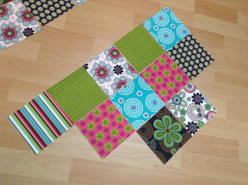 DIY Patchwork Tischläufer - Fünf Quadrate an die zweite Reihe
