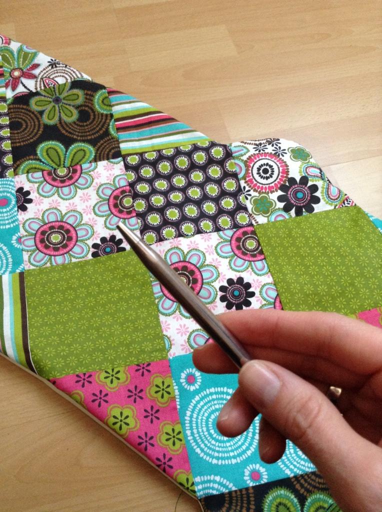 DIY Patchwork Tischläufer - Mit einem spitzen Gegenstand die Ecken herausarbeiten