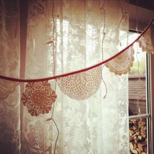 Vintage Wimpelkette aus Häckeldeckchen