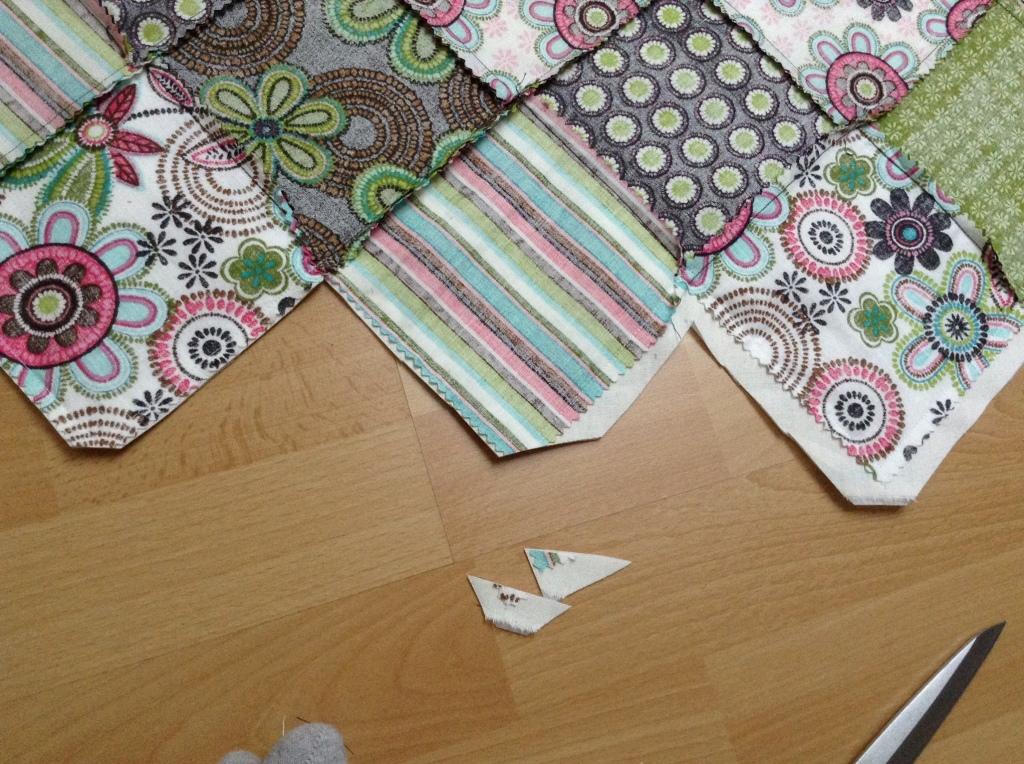 DIY Patchwork Tischläufer - Nahtzugabe zurück schneiden und Ecken abschneiden