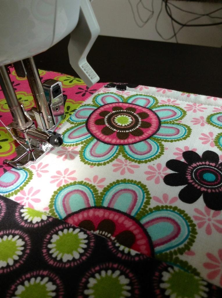 DIY Patchwork Tischläufer - Stitch in the ditch - der Naht folgen