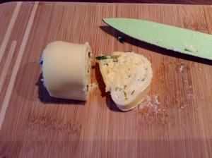 Rezept Goudaröllchen - in 1cm dicke Scheiben schneiden