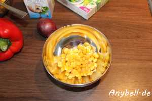 Paprika-Mais-Suppe Vegan - etwas Mais wegnehmen