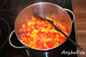Paprika-Mais-Suppe Vegan - Paprika dünsten