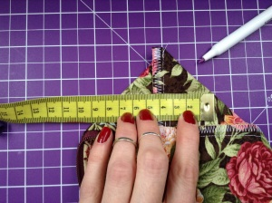 Easy Zip Pouch Tutorial - 7 cm abmessen