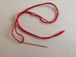 DIY Textil Weihnachtsbäumchen - Garn auf die Nadel ziehen