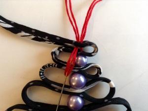 DIY Textil Weihnachtsbäumchen - Garn nochmal zurück stechen