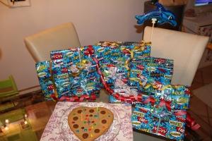 Geschenke und Kuchen