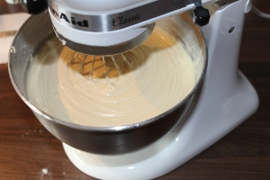unter rühren Mehl und Buttermilch hinzugeben