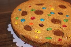 Fertig! Lecker M&M´s Kuchen mit Peanutbutter/Erdnussbutter