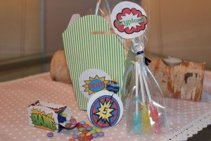 Superhelden Geschenktütchen Beigaben