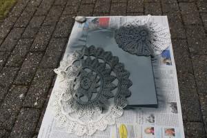 DIY Leinwände besprühen - mit Farbe besprühen