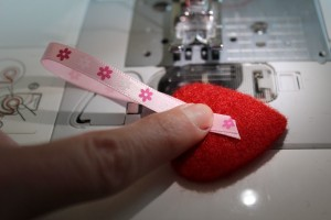 DIY Herz-Girlande - Schlaufe auf Herz legen