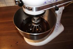 Brownies mit Erdnusscreme - Schikomischung dazugeben