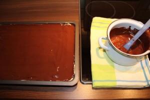 Brownies mit Erdnusscreme - nachher, mit Schokoladenüberzug