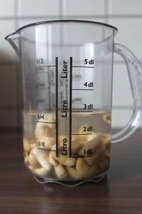 vegane Knoblauch Nudelsoße - Cashews einweichen