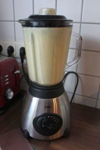 vegane Knoblauch Nudelsoße - Zutaten mixen